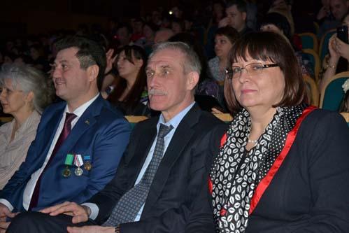 Ислам Гусейнов известен своими связями с региональной элитой. На фото справа от него: губернатор Ульяновской области Сергей Морозов и экс-мэр Ульяновска Марина Беспалова.