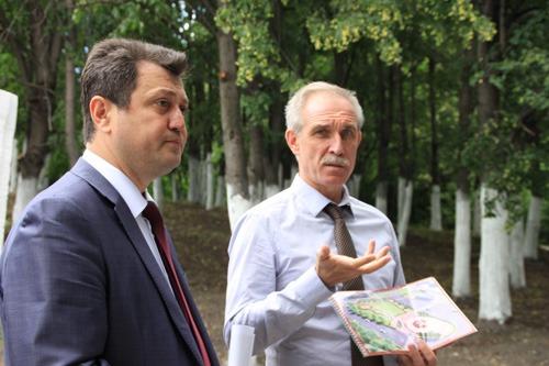 Ислам Гусейнов, предприниматель, председатель Ульяновского регионального отделения Всероссийского Азербайджанского конгресса слева) и Сергей Морозов, губернатор Ульяновской области справа.