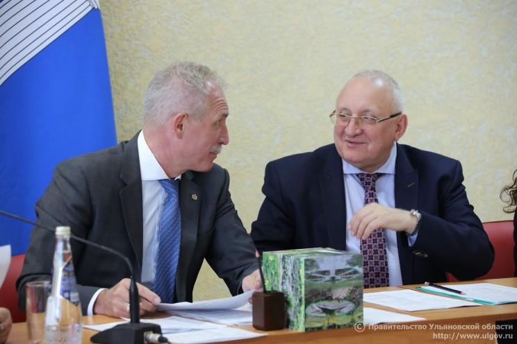 Губернатор Ульяновской области Сергей Морозов (слева) и председатель Законодательного собрания Анатолий Бакаев (справа).