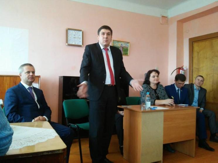 Павел Дегтярь (в центре) попал в сферу пристального внимания правоохранительных органов.