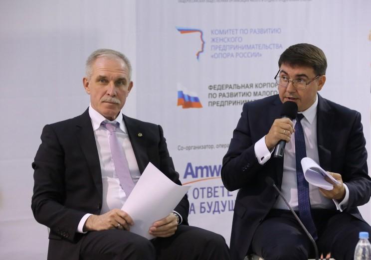 Губернатор Ульяновской области Сергей Морозова (слева) и Руслан Гайнетдинов (справа).