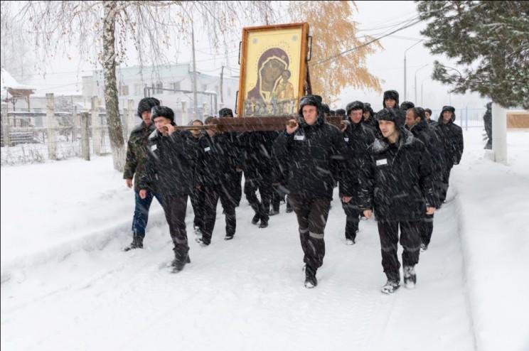 Крестный ход с Табынской иконой Пресвятой Богородицей по колониям города Димитровграда, ноябрь 2016 года.