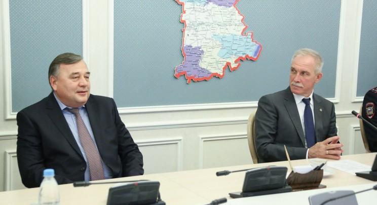 Начальник управления МВД по Ульяновской области, генерал-майор полиции Юрий Варченко (слева) и губернатор Ульяновской области Сергей Морозов (справа).