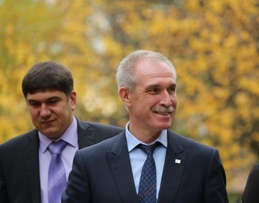 Министр здравоохранения Ульяновской области Павел Дегтярь (слева) и губернатор Сергей Морозов (справа).