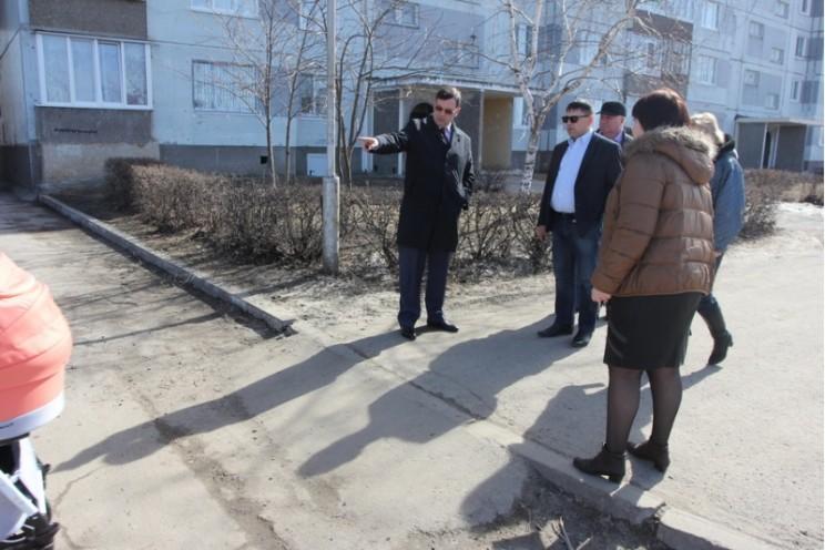 Дмитрий Плохих осматривает пандус