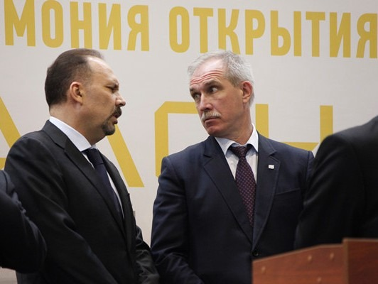 Министр строительства и жилищно-коммунального хозяйства России Михаил Мень (слева) и губернатор Ульяновской области Сергей Морозов (справа), 2014 год.