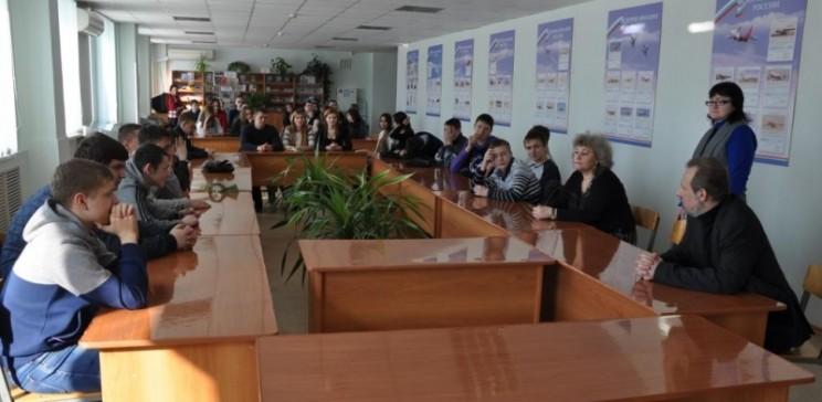Олег Самарцев встречается со студентами авиационного колледжа