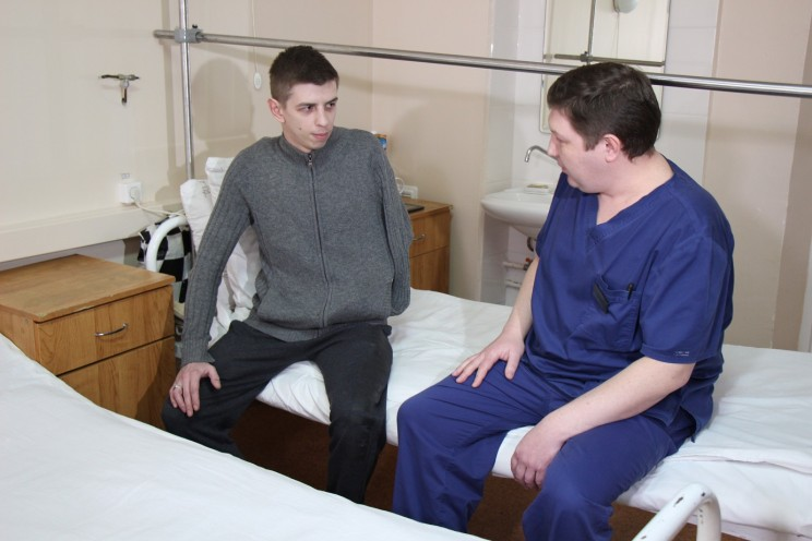 Ульяновские врачи формируют заново кисть руки молодому мужчине после травмы
