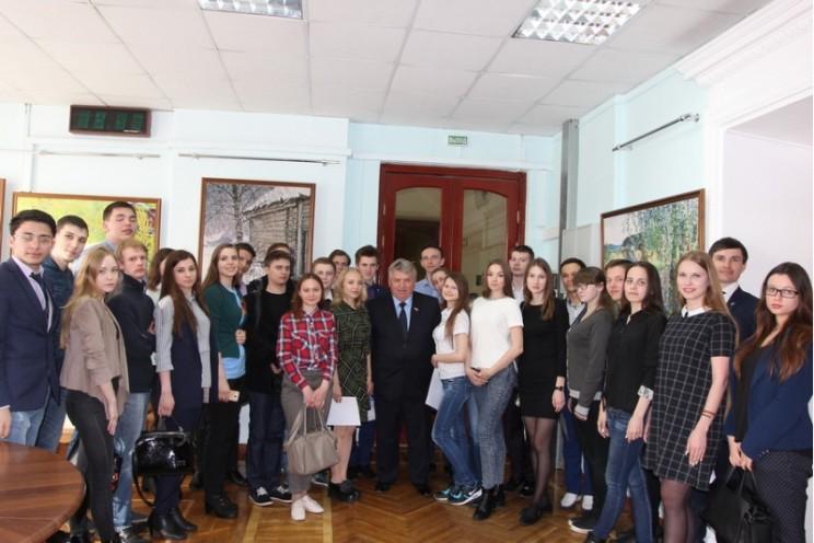 Глава города Сергей Панчин вместе с молодыми людьми обсудил вопросы развития молодёжной политики.