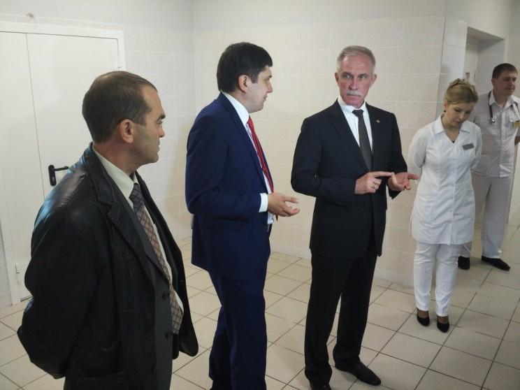 Слева направо: главврач ЦГБ Илья Мидленко, министр здравоохранения Павле Дегтярь, губернатор Ульяновской области Сергей Морозов.
