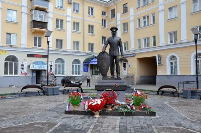 В центре Ульяновска открыли мемориальный комплекс «На страже правопорядка» 1