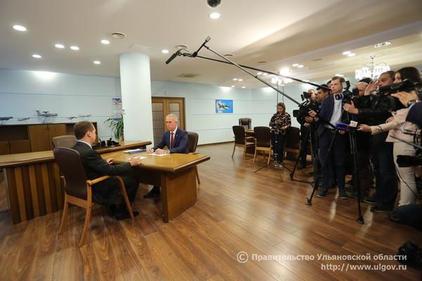 7 июня Дмитрий Медведев провел встречу с Губернатором Сергеем Морозовым на территории АО «Авиастар-СП» - 1