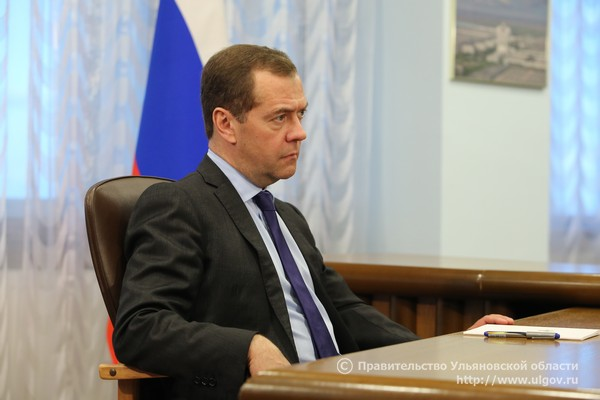 7 июня Дмитрий Медведев провел встречу с Губернатором Сергеем Морозовым на территории АО «Авиастар-СП» - 4