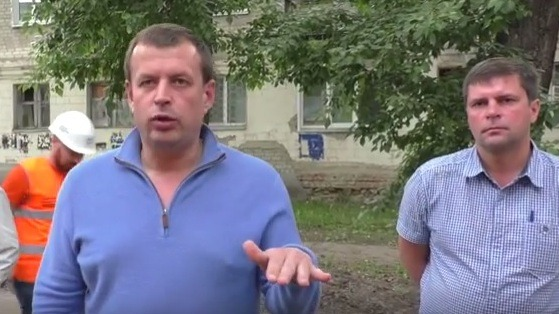Глава администрации Ульяновска Алексей Гаев (слева) и начальник управления дорожного хозяйства и транспорта администрации Игорь Бычков (справа).