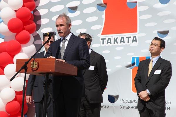 Губернатор Ульяновской области Сергей Морозов принял участие в закладке первого камня в основание завода по производству автокомпонентов ООО «ТАКАТА-ПЕТРИ Рус», май 2011 года.