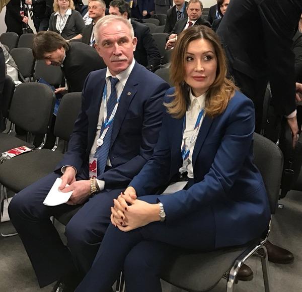 Губернатор Ульяновской области Сергей Морозов (слева) и генеральный директор Агентства стратегических инициатив Светлана Чупшева (справа).