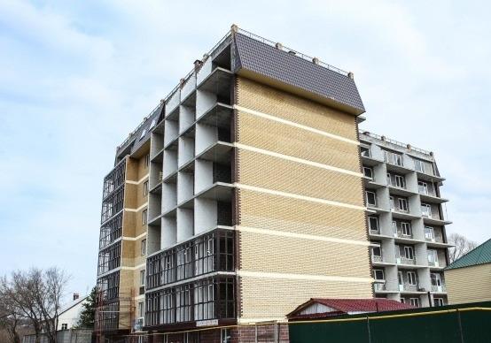 """Дом ООО """"Монолит Сервис"""" на ул. Набережная Свияги, 83 во время строительства."""