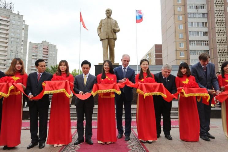 Открытие самого большого в Европе памятника Хо Ши Мину. Ульяновск, 6 июня 2017 года.