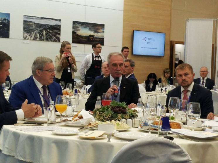 Сергей Морозов принимает участие в стратегической сессии ПМЭФ-2017 по внедрению регионального экспортного стандарта, 1 июня 2017 года.
