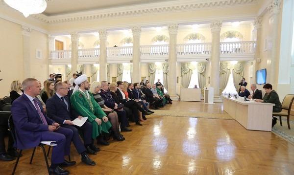 Губернатор Ульяновской области встречается с с кандидатами в состав Общественной палаты Ульяновской области, апрель 2017 года.