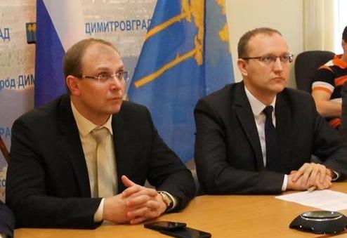 Председатель правительства Ульяновской области Александр Смекалин (слева) и министр промышленности, строительства, жилищно-коммунального комплекса и транспорта Дмитрий Вавилин (справа).