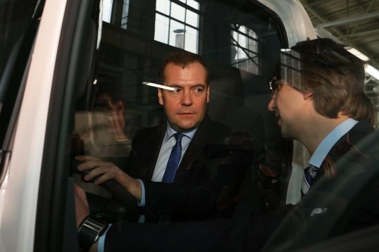 В 2014 году Медведев открыл производство Исузу в Ульяновске - 1