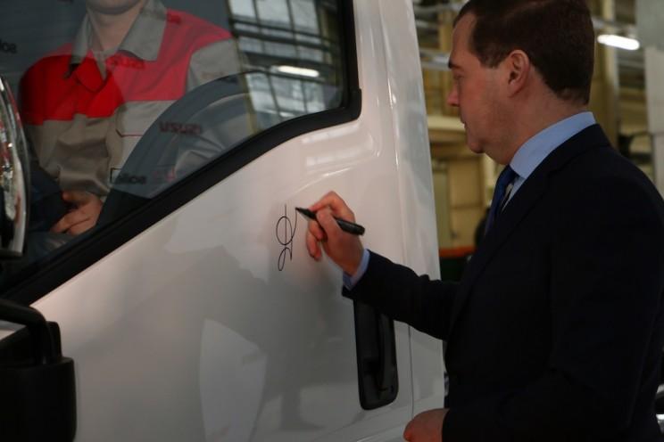 В 2014 году Медведев открыл производство Исузу в Ульяновске.