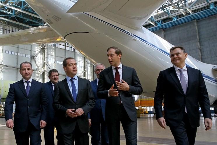 В Ульяновске Дмитрий Медведев лазером спаял крыло самолета - 2