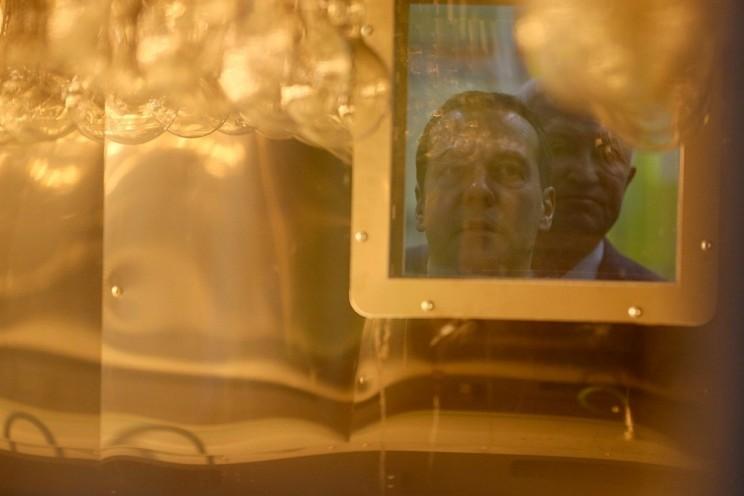 В Ульяновске Дмитрий Медведев лазером спаял крыло самолета - 6