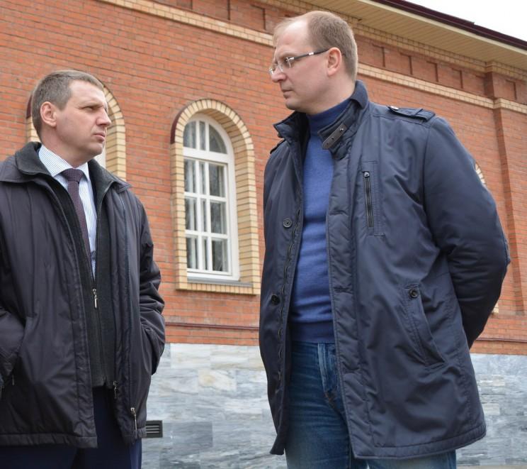 Глава администрации Димитровграда Вячеслав Гнутов (слева) и председатель правительства Ульяновской области Александр Смекалин (справа).