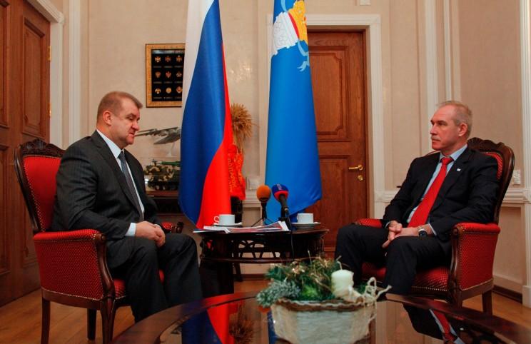 Захар Мисанец (слева) и губернатор Ульяновской области Сергей Морозов (справа).