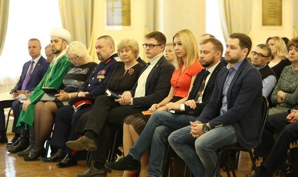 Кандидаты в состав Общественной палаты Ульяновской области на встрече с губернатором, апрель 2017 года.