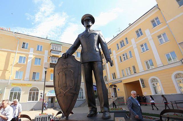 Памятник «На страже правопорядка» в Ульяновске.