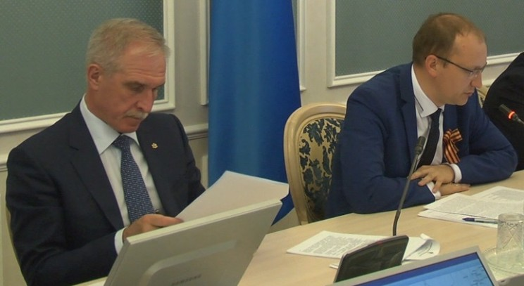 Губернатор Ульяновской области Сергей Морозов (слева) и министр промышленности, строительства, жилищно-коммунального комплекса и транспорта Дмитрий Вавилин (справа).