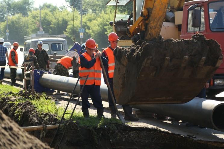 В Димитровграде на ул.Прониной полным ходом идёт замена сетей водоснабжения. Систему модернизируют полностью, работы ведутся по графику 4