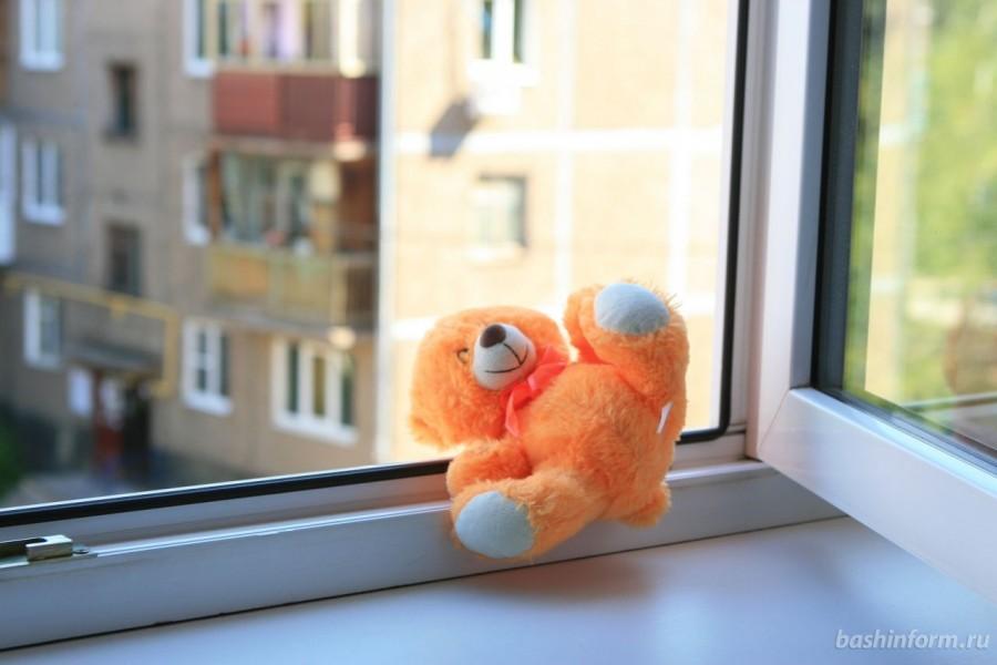 В Димитровграде 5-ти месячный мальчик выпал с третьего этажа