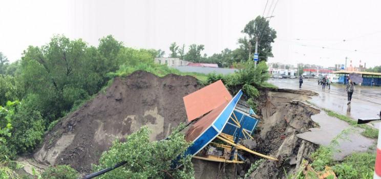 Оползень усилился рядом с центральным трамвайным кольцом в Ульяновске.