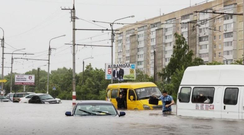Ульяновск на грани катастрофы: город атаковал сильнейший дождь