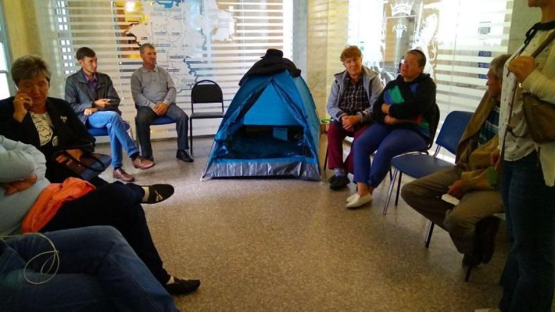 Люди разбили палатку в правительстве Ульяновской области и провели там 8 часов