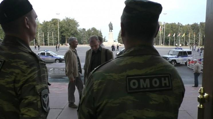 Ходоки в Желтом доме/ ОМОН акция 29 августа в здании правительства