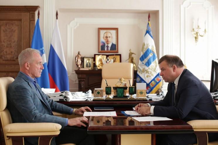 Губернатор Ульяновской области Сергей Морозов (слева) и руководитель Счетной палаты Ульяновской области Игорь Егоров (справа).