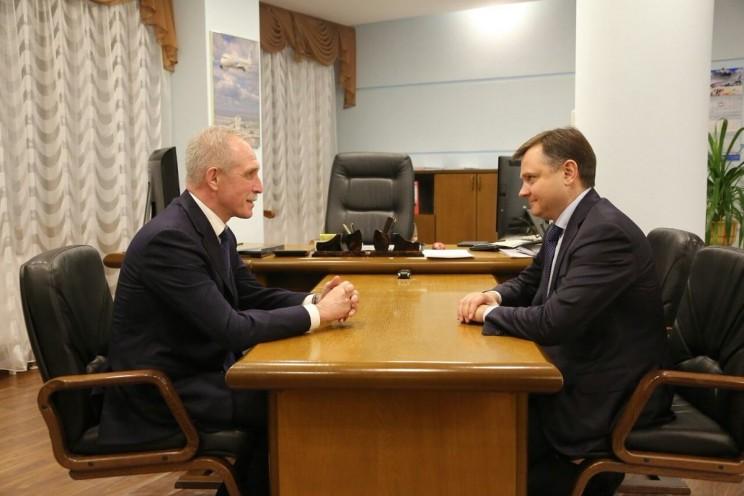 Губернатор Ульяновской области Сергей Морозов (слева) и президент ОАК Юрий Слюсарь (справа).