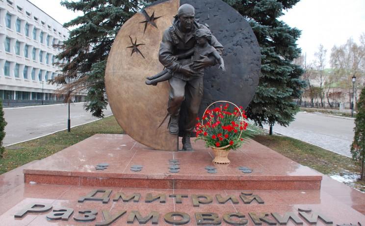 Памятник Дмитрию Разумовскому в Ульяновске.