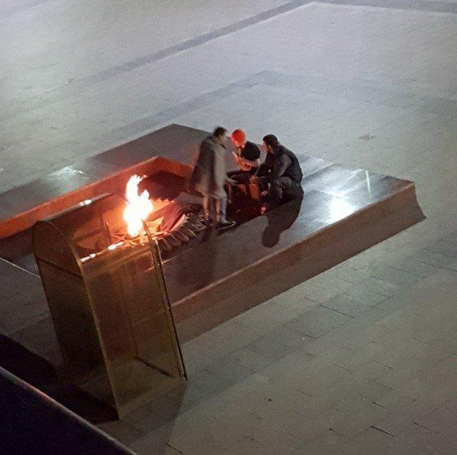 Полиция начала проверку по факту сушки одежды у Вечного огня в Ульяновске