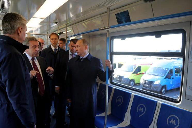 Путину в Ульяновске показали электробусы, которые будут ходить в Москве 0