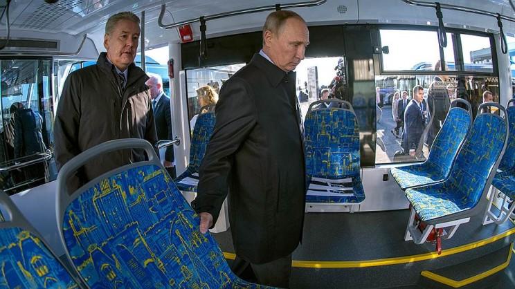 Сергей Собянин (слева) и Владимир Путин (справа) в Ульяновске.