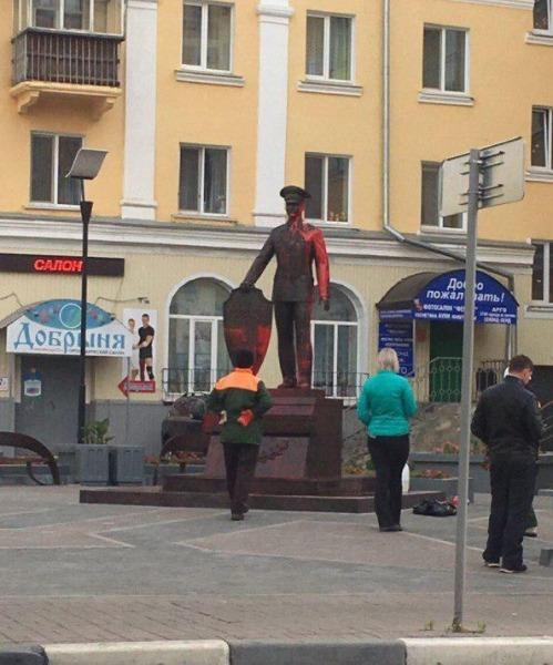 Ульяновский памятник На страже правопорядка облили краской