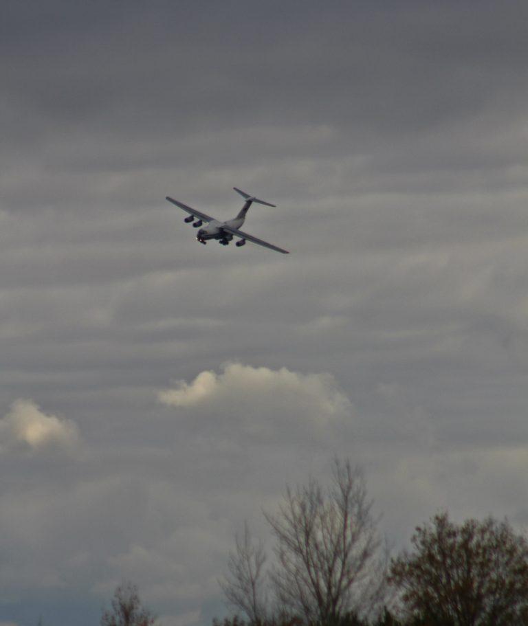 Двадцать самолетов Ил-76 показали «афганские заходы» над Ульяновском