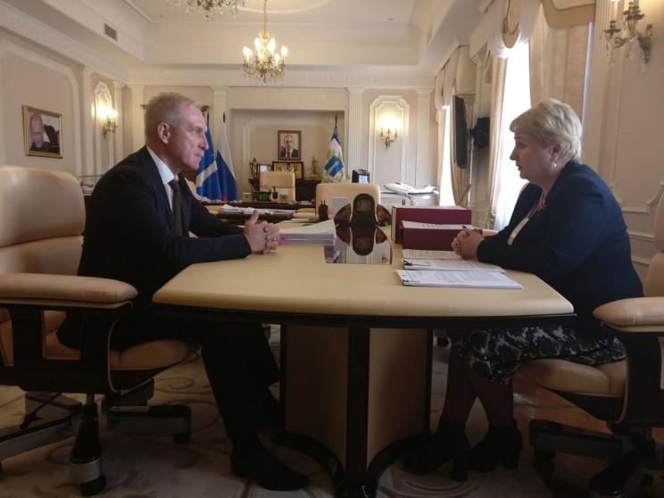 Губернатор Ульяновской области Сергей Морозов и министр финансов Екатерина Буцкая.
