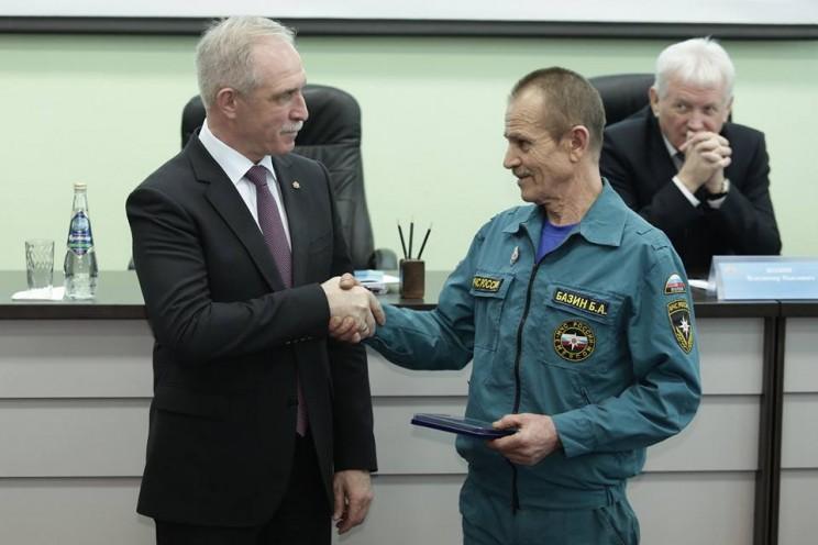 Губернатор Ульяновской области поздравил спасателей с профессиональным праздником 2